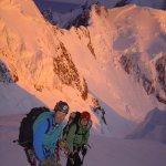 <p>Al termine del Linda Shelf , il tratto più pericoloso per la caduta di seracchi, all'alba si deve essere già alti. sullo sfondo il monte Tasman.</p>