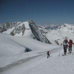 <p>Ultimi passi di Giovanna e Marco sulla Pigne d'Arolla 3780m. Mont Blanc de Cheilon sullo sfondo.</p>